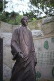 在nanputuo寺庙的主要hongyi古铜雕象 库存图片