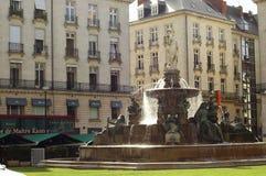 Nantes (France) : place avec la fontaine photo libre de droits
