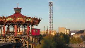 Nantes, Frankreich Das Vergnügungspark Karussell Marine Worldss stock video