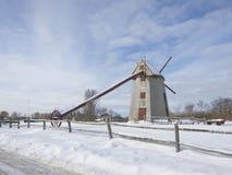Nantuckets alte Mühle bedeckt mit Schnee auf einem hellen Morgen Lizenzfreie Stockfotografie