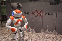 NAO-Roboter an verdrahtetem folgendem Fest in Mailand, Italien Stockbilder
