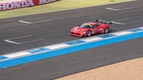 Naoki Yokomizo de la direction emballant dans la course finale superbe du GT 66 recouvrements Images stock