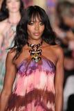 Naomi Campbell marche la piste à l'exposition d'Emilio Pucci en tant que partie de Milan Fashion Week Photographie stock