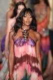 Naomi Campbell marche la piste à l'exposition d'Emilio Pucci en tant que partie de Milan Fashion Week Images libres de droits