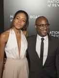 Naomie Harris och Barry Jenkins Shine på NBR-filmutmärkelser royaltyfria foton
