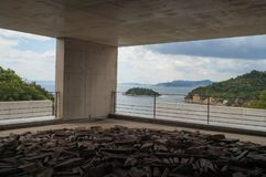 Naoshima Japan-Augusti 12, 2017: Benesse Art Museum på den Naoshima ön arkivfoton