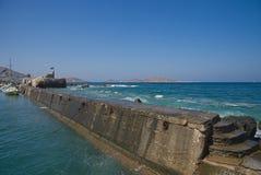 Naoussa by och hamn - det Aegean havet - Paros Cyclades ö - Grekland royaltyfri foto