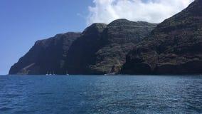 NaPali在考艾岛海岛,夏威夷-从小船的看法上的海岸峭壁 股票视频