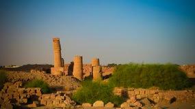Napata阿蒙` s寺庙前根常设柱子博尔戈尔山山,我里马,苏丹的脚的 免版税图库摄影