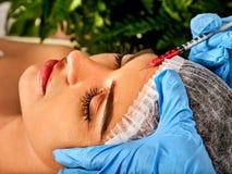 Napełniacza zastrzyk dla czoło twarzy Plastikowa estetyczna twarzowa operacja obrazy royalty free
