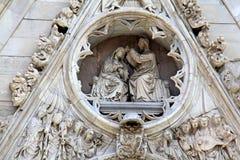 Napels; de Kathedraal: decoratie over de centrale deur Stock Afbeeldingen