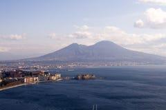 Napels en Mt. de Vesuvius stock afbeeldingen