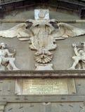 NAPELS, ITALIË, 1988 - het wapenschild van Charles V in het fries die het portaal van toegang tot Castel-dell 'Ovo overzien ve stock foto's