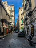 Napels, Italië - September 4 - 2018: Weergeven van straat lyfe en slechte huizen in Napels stock afbeeldingen