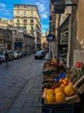 Napels, Italië - September 4 - 2018: Weergeven van straat lyfe en slechte huizen in Napels stock afbeelding