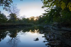 Naperville Illinois Rocky River Sunrise stockbilder