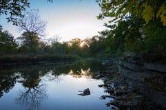 Naperville l'Illinois Rocky River Sunrise images stock