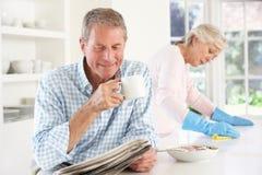 Napięcie między przechodzić na emeryturę parą zdjęcia stock