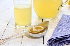 Napój miód i cytryna w szkle Obraz Royalty Free
