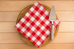 Napkin at cutting board on wood. En background Royalty Free Stock Images