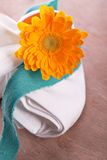 Napkin with marguerite Royalty Free Stock Photos