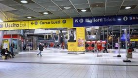Naples centralstation, inre område för biljettmaskiner Arkivbilder
