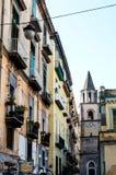 NAPLES ITALIEN - Januari 16, 2016: Gatasikt av den gamla staden i Na Fotografering för Bildbyråer