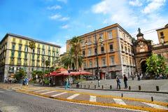 NAPLES ITALIEN - Oktober 9, 2016: Naples solig gatasikt Italien Europa arkivfoto