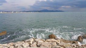 Naples kust, Italien driva som fiskar medelhavs- netto havstonfisk Arkivbilder