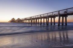Naples pir på solnedgången, Florida Arkivfoton