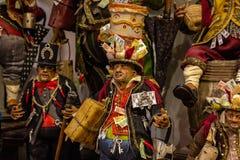Naples San Gregorio Armeno, framställning i den Neapolitan lathunden av ett typisk lyckligt tecken arkivfoto