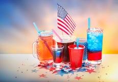 Napoje na amerykańskim dnia niepodległości przyjęciu fotografia royalty free