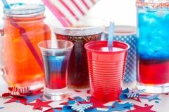 Napoje na amerykańskim dnia niepodległości przyjęciu fotografia stock