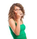 napoje nawadniają kobiet potomstwa Obrazy Stock