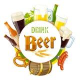 'napoju piwna' etykietka z piwem, kubkami, butelkami, chmiel rożkami, jęczmieniem, piwną baryłką, preclem i kiełbasami lekkim i c ilustracja wektor