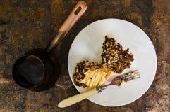 Napoleon kaka med mintkaramellsidor och choklad på en gammal tabell Top beskådar Närbild Royaltyfria Foton