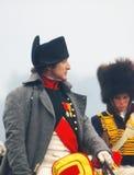 Napoleon som rider en häst på historisk reenactment Arkivfoton