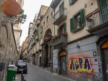 napoli της Ιταλίας Απόψεις των παραδοσιακών οδών στο ιστορικό κέντρο της πόλης της Νάπολης στοκ φωτογραφίες