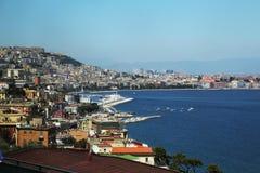 Napoli-Ansicht über Hafen auf Sonnenuntergang Lizenzfreies Stockfoto