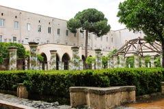 NAPOLI - Chiostro di Santa Chiara (Santa Chiara Museum Complex) Arkivfoto