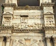 Napoli, Italië Het landschap bij de Triomfantelijke Boog van het kasteel Castel Nuovo, riep ook Maschio Angioino royalty-vrije stock afbeeldingen