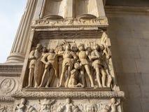 Napoli, Italië Het landschap bij de Triomfantelijke Boog van het kasteel Castel Nuovo, riep ook Maschio Angioino stock foto's