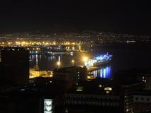 Napoli, Italië Prachtig landschap bij de baai en de haven bij nacht royalty-vrije stock afbeelding