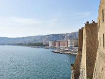 Napoli - Italia 25 de abril de 2018 Paisaje de la ciudad del castillo Ovo Fotografía de archivo