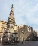 Napoli, Italia Vista del  quadrato famoso Nuovo di Piazza del Gesimmagini stock