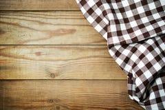 Nappe à carreaux sur une table dans un style rustique Photos stock