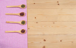 Nappe, cuillère en bois, sur le bois Photographie stock libre de droits