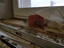 Naprawa - budynek z narzędziami i młotem, ścinak, budynek równy fotografia stock