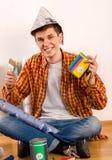 Naprawa domu mężczyzna mienia farby rolownik dla tapety Fotografia Royalty Free