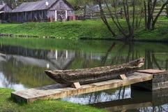 Naprawa drewniana łódź Zdjęcia Royalty Free
